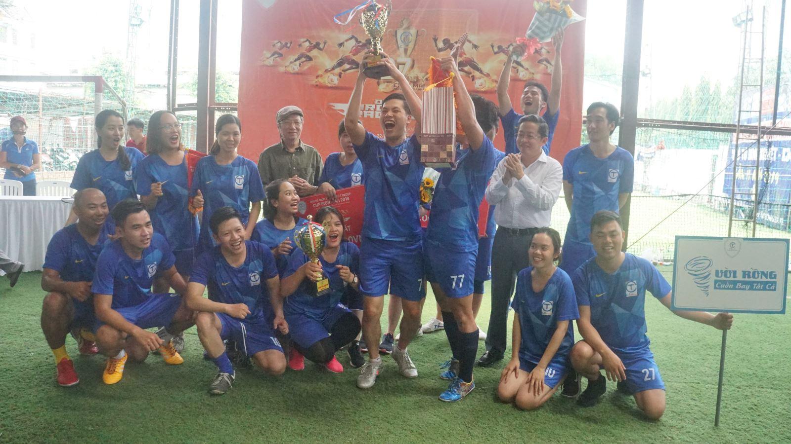 Nhà vô địch Nam – Nữ đội Vòi Rồng